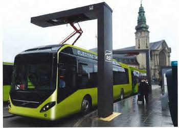 RASK LADING: Elbussene lades med pantografer i endeholdeplassene. Illustrasjonen viser omtrent hvordan pantografene vil se ut.